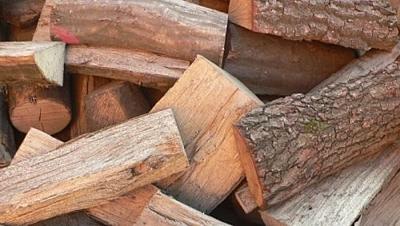 Dřevo štípané tvrdé